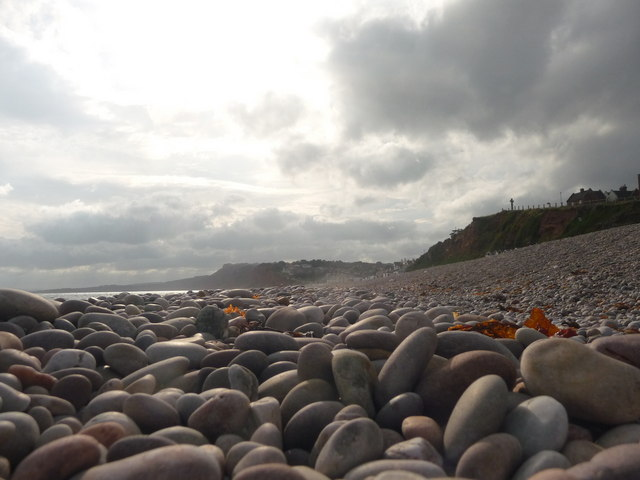 Budleigh_Salterton_,_Pebbly_Beach_and_Coastline_-_geograph.org.uk_-_1476733